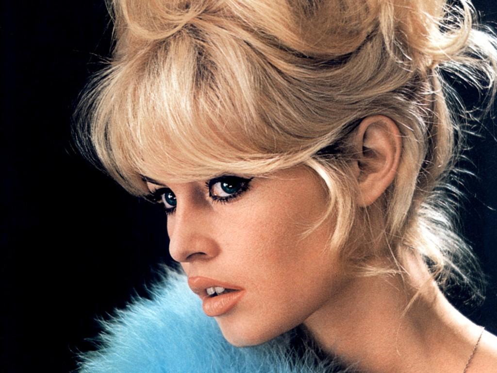 Brigitte-Bardot-background-Wallpaper