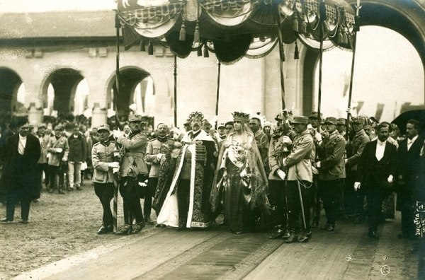 Alba Iulia - Incoronarea suveranilor Romaniei Mari