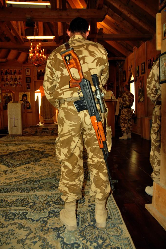 soldat in biserica