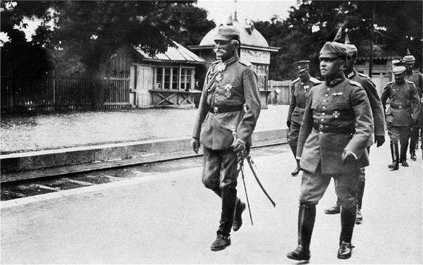 von Mackensen pe peronul garii din Constanta