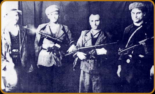 Grupul Gogu Puiu; sursa: http://sutsatadicraiova.wordpress.com/haiducii-aromani-file-din-lupta-anticomunista/