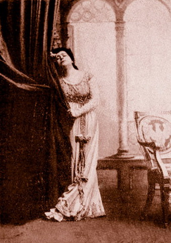 """În """"Tosca"""" de Puccini. Foto: http://www.darclee-voice-contest.com"""