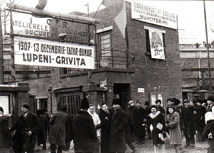Miting în curtea Atelierelor C.F.R. Griviţa, la 16 februarie 1945