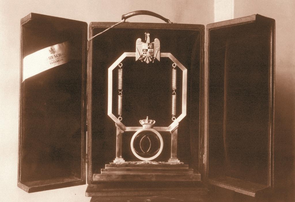 Microfonul regal, Revista Radiofonia, 1932