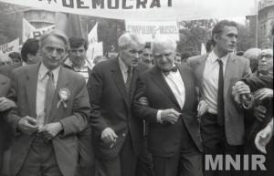 Ion Diaconescu, Corneliu Coposu, Ion Raṭiu sursa: http://ro.wikipedia.org/wiki/