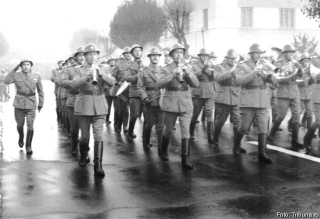 http://www.tribuna.ro/stiri/cultura/sibiu-file-din-istoria-muzicii-militare-25053.html