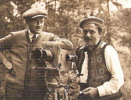 Regizorul Horia Igiroṣanu ṣi operatorul I. Bertok; http://www.istoriafilmului.ro