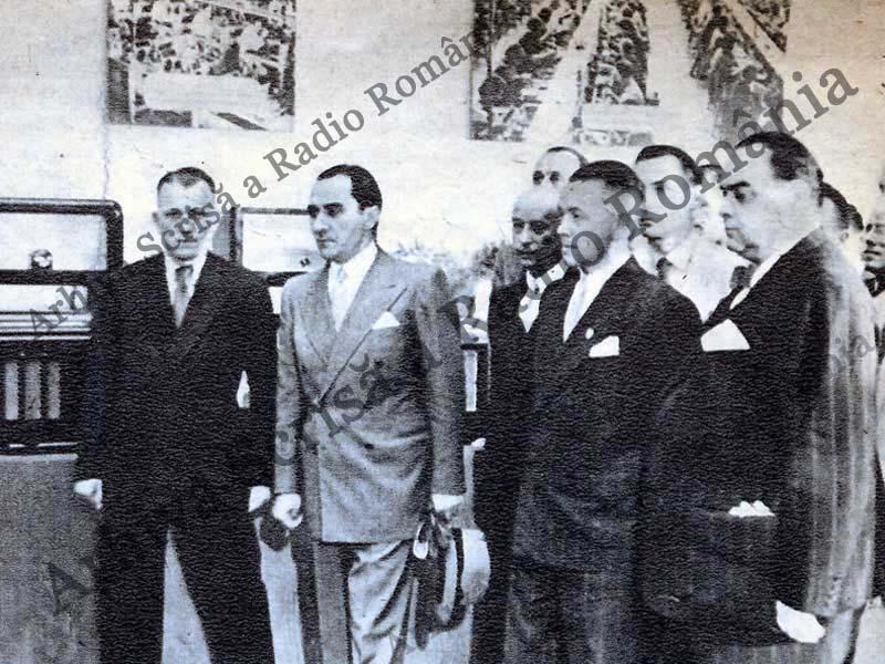 Mihai Antonescu la expoziṭia de radio 1942; http://arhiva.rador.ro/events/2012-11-01_aniversare-srr/galerie-anii-40.html