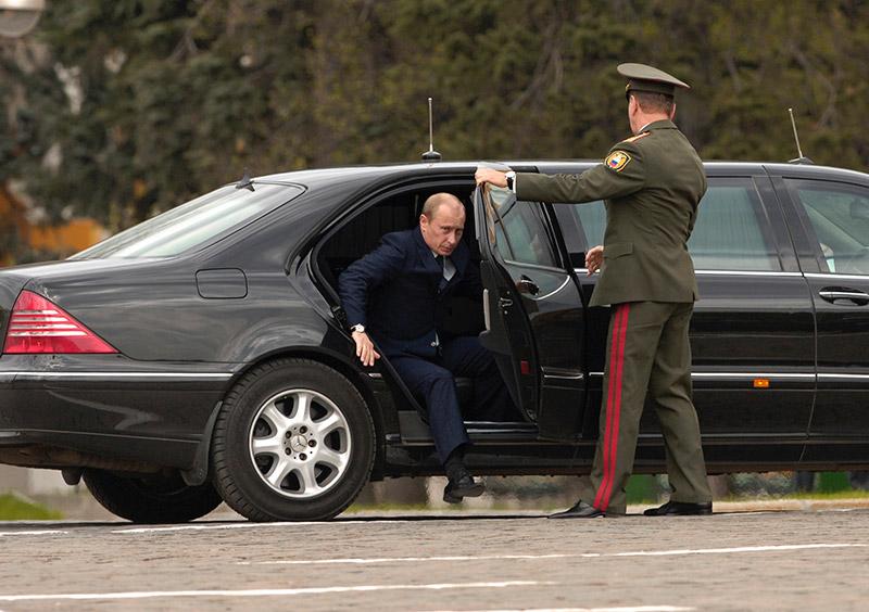 Putin - Mercedes S600 Pullman Guard. Sursa: auto.sibkray.ru