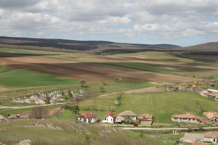 Satul Camena; http://www.carpati.org