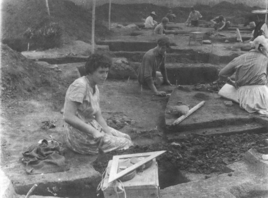 Pe ṣantier arheologic, la Bratei; http://www.simpara.ro