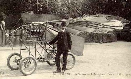 Traian Vuia alături de aeroplanul său, în 1903
