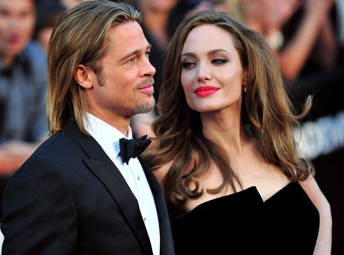 Angelina-Jolie-et-Brad-Pitt-le-couple-le-plus-glamour-d-Hollywood-bel-et-bien-fiance-_portrait_w674