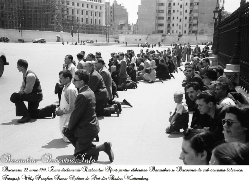 În genunchi pentru Basarabia ṣi Bucovina; sursa: www.argumentpress.ro
