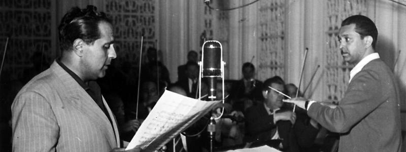 """Gică Petrescu şi Orchestra de estradă a """"Comitetului radio"""", condusă de Sile Dinicu – repetiţii în studioul radio"""