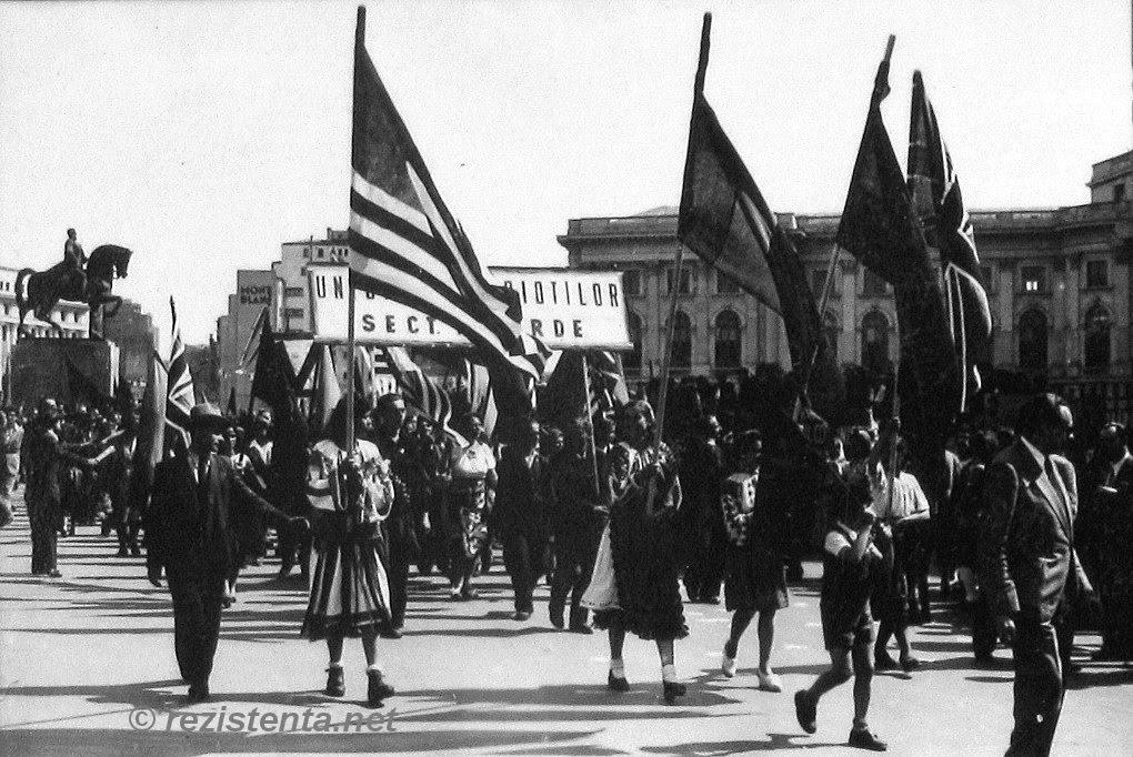 Parada de Ziua Victoriei 1945; sursa: http://rezistenta.net