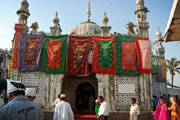 Mormintele sacre Haji Ali Dargah Shrine din Mumbai