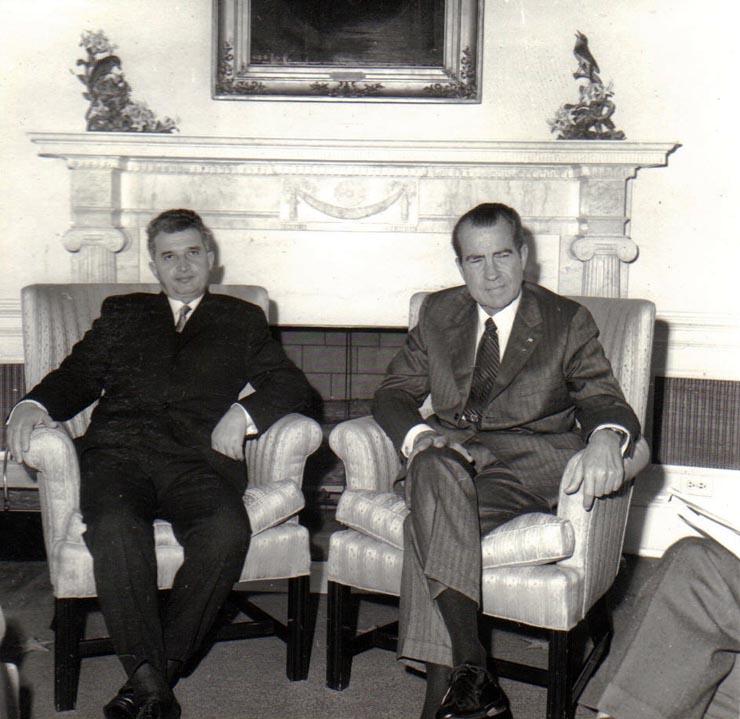 Primirea la Casa Albă a lui Nicolae Ceauşescu de către preşedintele S.U.A., Richard Nixon. (octombrie 1970). [Fotografia #Z276] Sursa: Fototeca online a comunismului românesc.