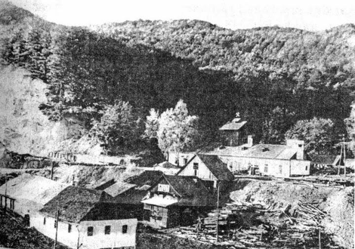 Colonia deṭinuṭilor; sursa: http://www.orasulcavnic.ro/anii19451989.html