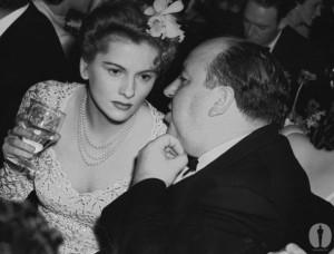 Alături de protagonista filmului Rebecca, Joan Fontaine, la premiile Oscar