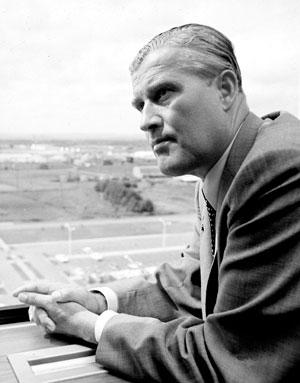 Wernher von Braun la Centrul Marshall pentru Zboruri Spaţiale al NASA (Marshall Space Flight Center - MSFC) Credit foto: NASA via NASA Image Exchange (NIX)