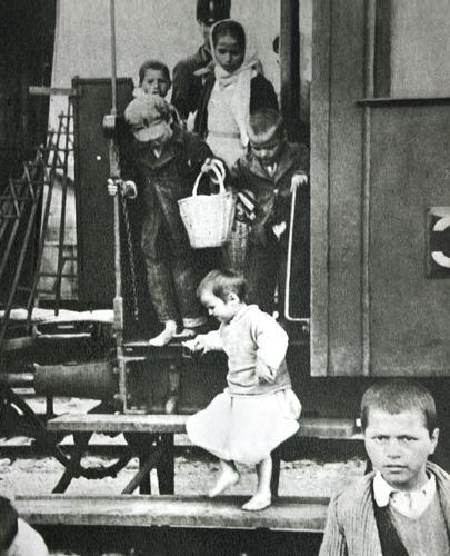 copii greci evacuati