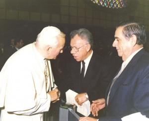Prof. Ioan Dimitriu-Snagov (centru), primit de Papa Ioan Paul al II-lea