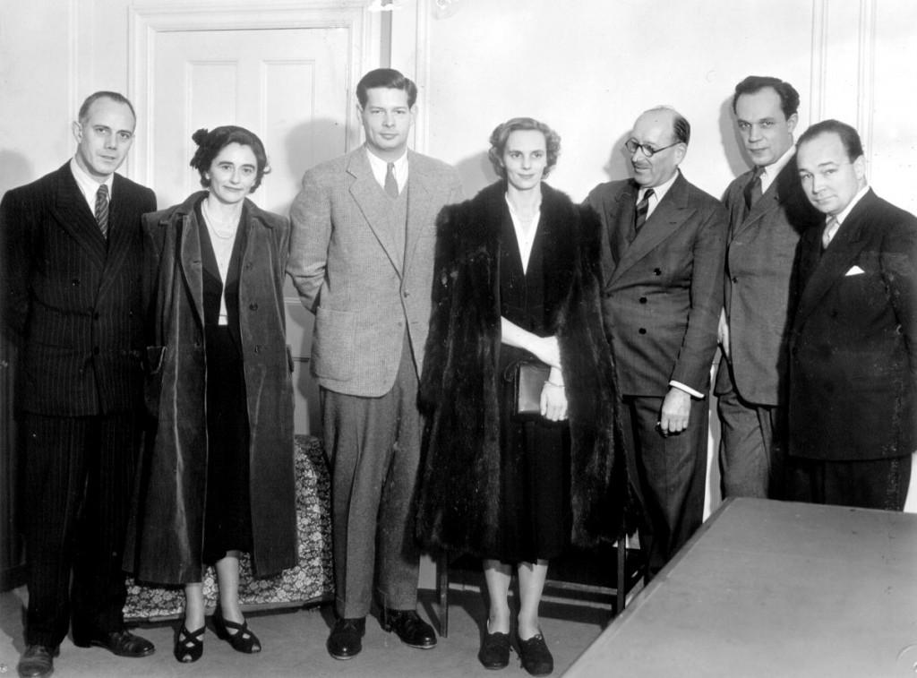 Regele Mihai în vizită la BBC. Primul din dreapta - Liviu Cristea; al doilea din dreapta  – Ion Podrea.
