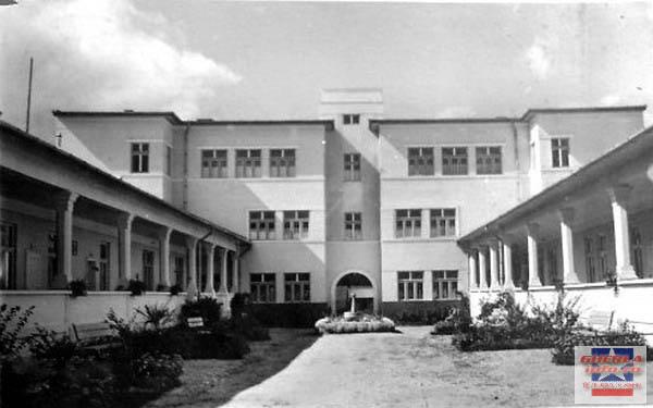 Şcoala Normală de Fete, 1937; www.gherlainfo.ro