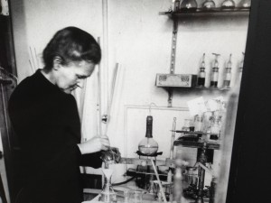 Marie-working-in-her-Lab