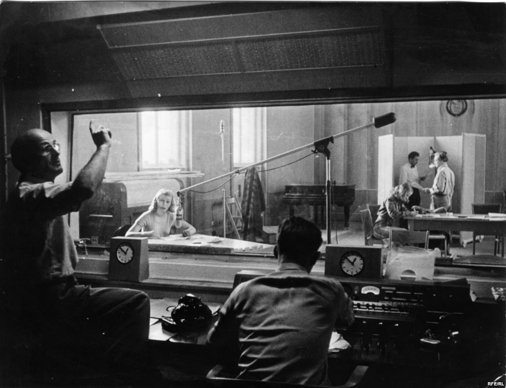 Primul studio RFE în anii 1950 - sursa: http://www.europalibera.org