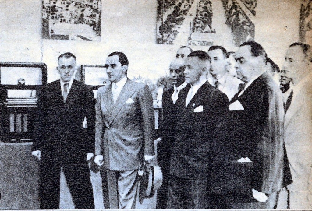 Vasile Ionescu si Mihai Antonescu la Expozitia de Radio la sala Dalles, septembrie 1942.