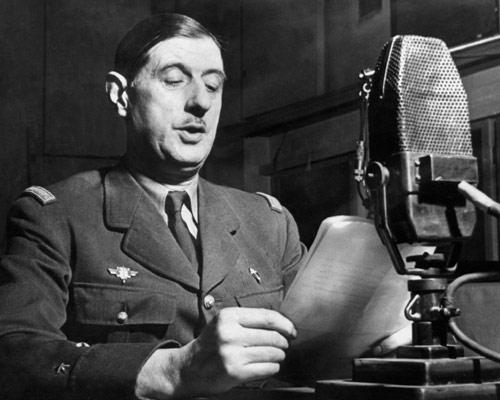 De Gaulle adresandu-se natiunii franceze la microfonul BBC in al doilea razboi mondial - sursa: en.wikipedia.org