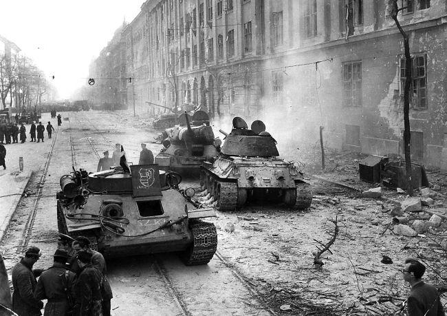 Tancuri sovietice în Budapesta, 1956