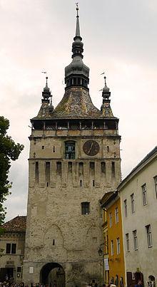220px-Tour_horloge_sighisoara1 Sighişoara – singura cetate medievală din Europa locuită permanent Sighişoara – singura cetate medievală din Europa locuită permanent 220px Tour horloge sighisoara1