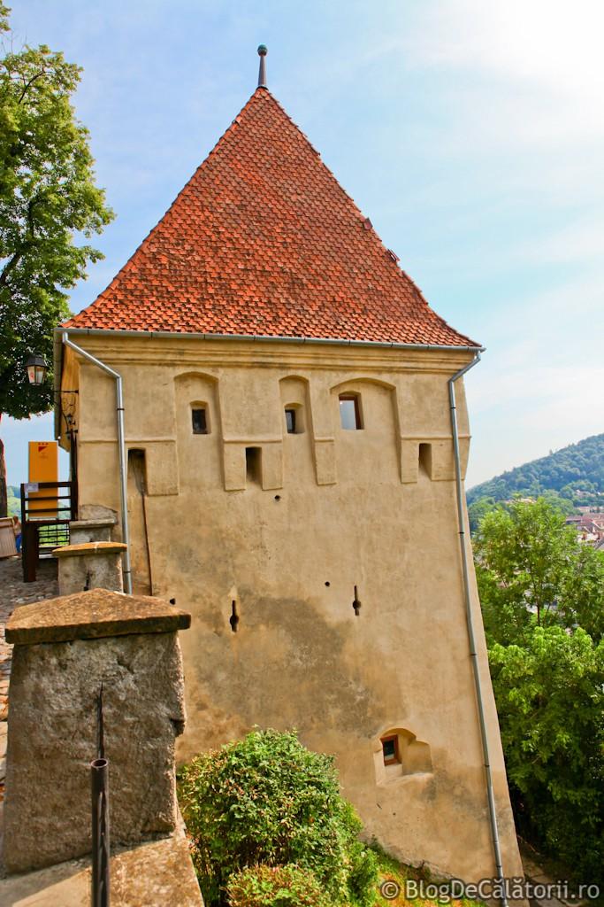 Turnul-Fierarilor-Sighisoara Sighişoara – singura cetate medievală din Europa locuită permanent Sighişoara – singura cetate medievală din Europa locuită permanent Turnul Fierarilor Sighisoara 683x1024