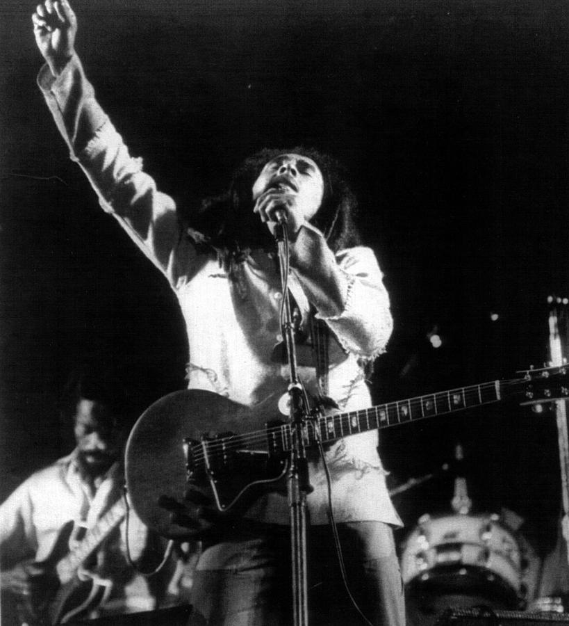 bob-marley-fist-raised-retro-images-archive