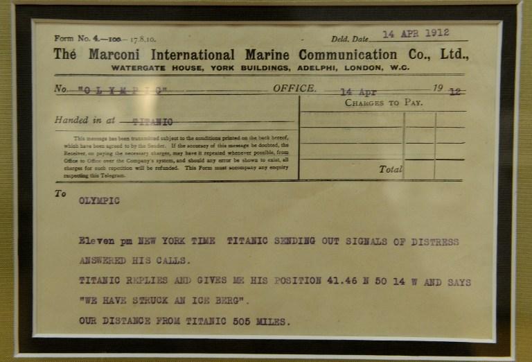 Mesajul radio  transmis de pe nava Titanic in momentul coliziunii cu iceberg-ul si receptionat de catre Olympic /AFP PHOTO / EMMANUEL DUNAND