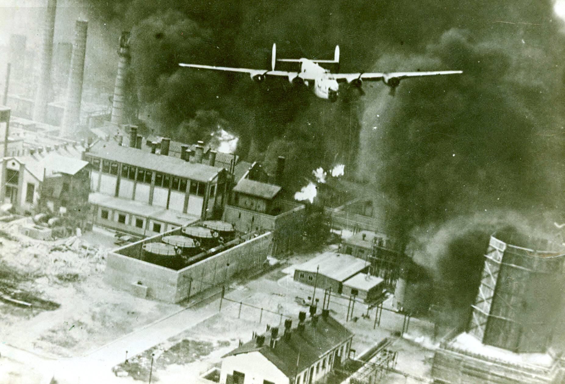 Image result for victime bombardamente aviatia americana bucuresti