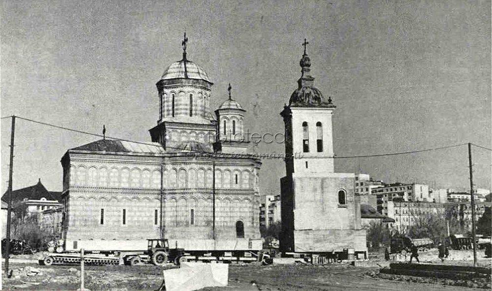 Biserica Mănăstirii Mihai Vodă în cursul translării; http://fototecaortodoxiei.ro