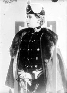 Regina Maria în uniforma Regimentului 4 Roşiori