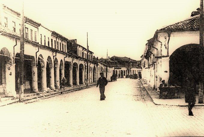 Bazarul cu coloane din Tulcea; http://art-historia.blogspot.ro