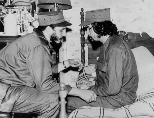 """Fidel Castro alaturi de Ernesto """"Che"""" Guevara (1968) AFP PHOTO/FILES / AFP PHOTO / AGENCIA ESTADO / -"""