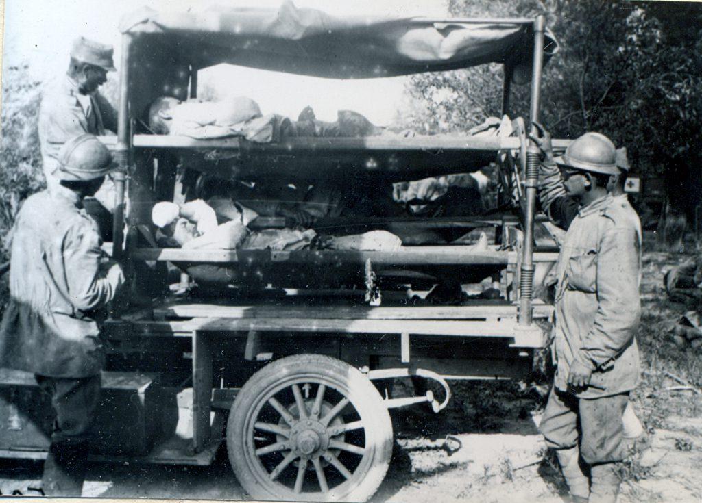 Evacuarea ranitilor cu ajutorul autosanitarelor.