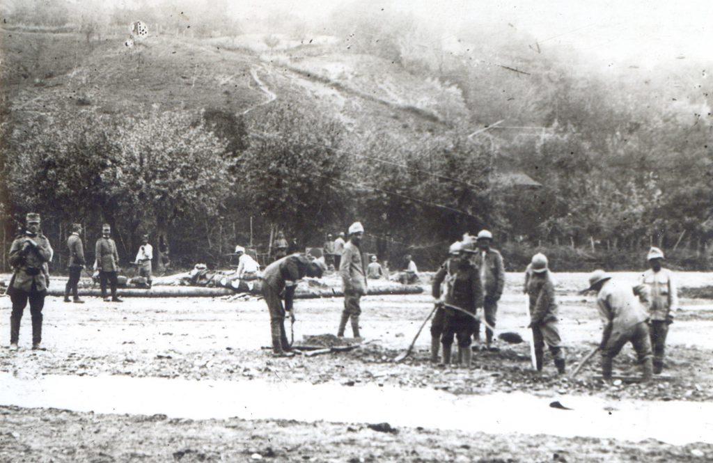 Lucrari la terasament; Fototeca Muzeului Militar Naṭional