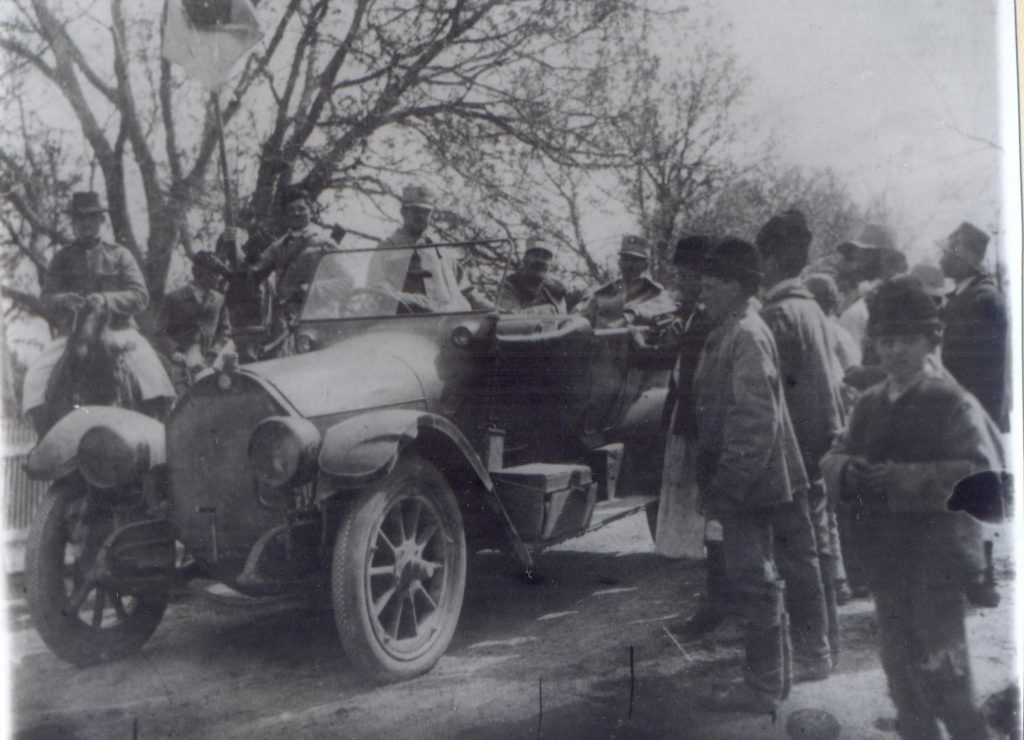 Masina cu ofiteri - Fototeca Muzeului Militar Naṭional