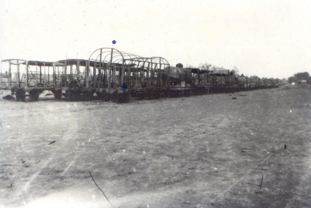 Vagoane incendiate - Fototeca Muzeului Militar Naṭional