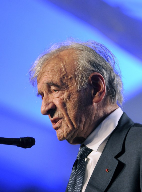 Elie Wiesel/AFP PHOTO / JEWEL SAMAD