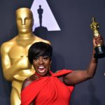 Actress Viola Davis poses with the Oscar for Best Actress in a Supporting Role in the press room, during the 89th Oscars on February 26, 2017, in Hollywood, California. / AFP PHOTO / FREDERIC J. BROWN