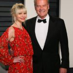 Kayte Walsh and Kelsey Grammer attend the 2017 Vanity Fair Oscar Party hosted by Graydon Carter at Wallis Annenberg Center for the Performing Arts on February 26, 2017 in Beverly Hills, California. / AFP PHOTO / JEAN-BAPTISTE LACROIX